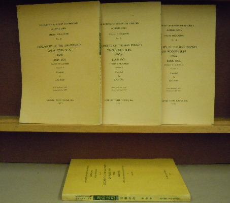 Documents of the Han Dynasty on Wooden Slips from Edsin Gol, complete set. Lao Kan.