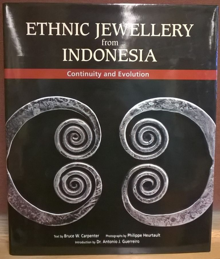 Ethnic Jewellery from Indonesia: Continuity and Evolution. Bruce Carpenter.