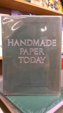 Handmade Paper Today: A Worldwide Survey of Mills, Papers, Techniques and Uses. Birgit Skiold...